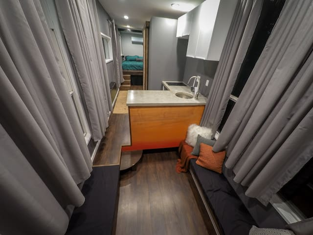 East Side Tiny House on Wheels - Austin - House
