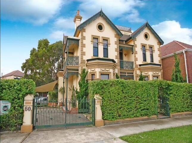 Grand Home Off street Parking Inner Sydney