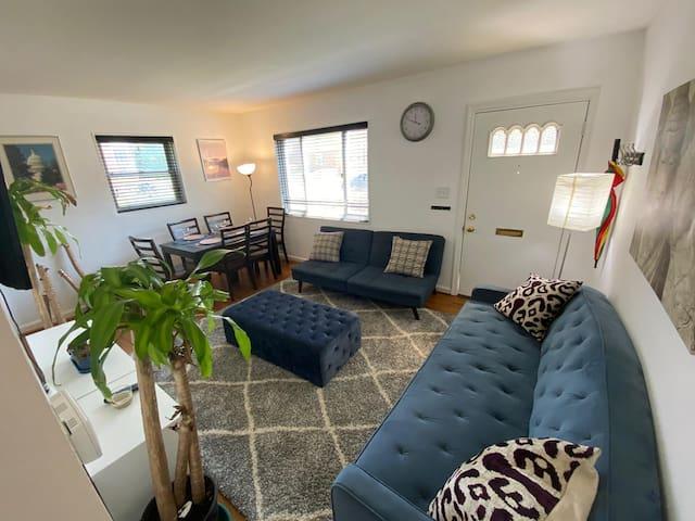 Big House/ Friends/families 5 bedrooms/ freeparkin