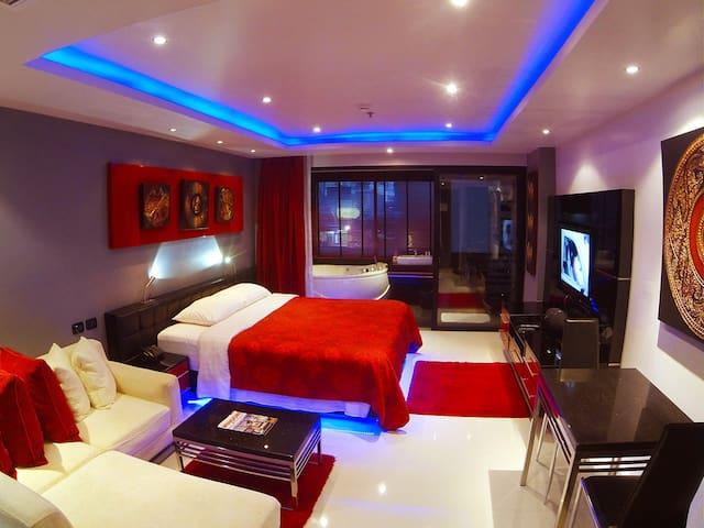 Bangla Suites Jacuzzi Studios Condo