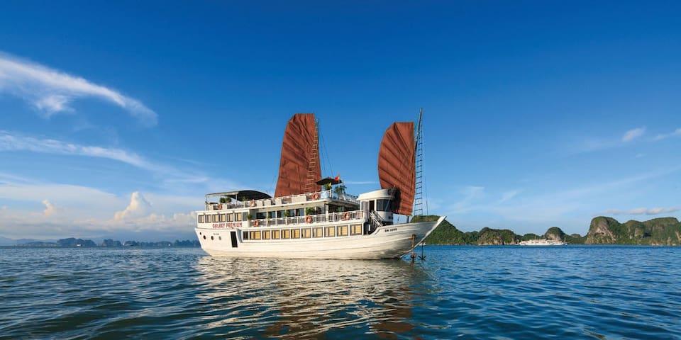 Halong Galaxy Premium Cruise - tp. Hạ Long - Båt
