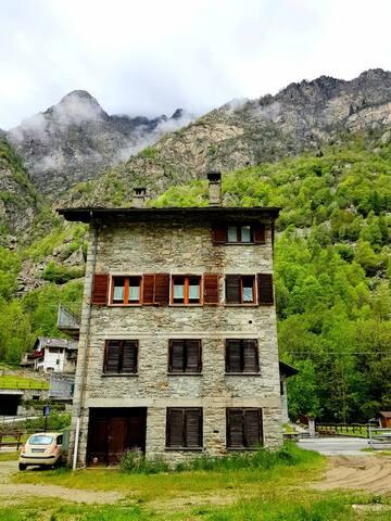 La Maison des  Alpes
