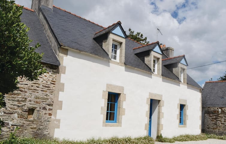 Holiday cottage with 3 bedrooms on 130 m² in Ploneour Lanvern