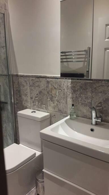 lux shower room