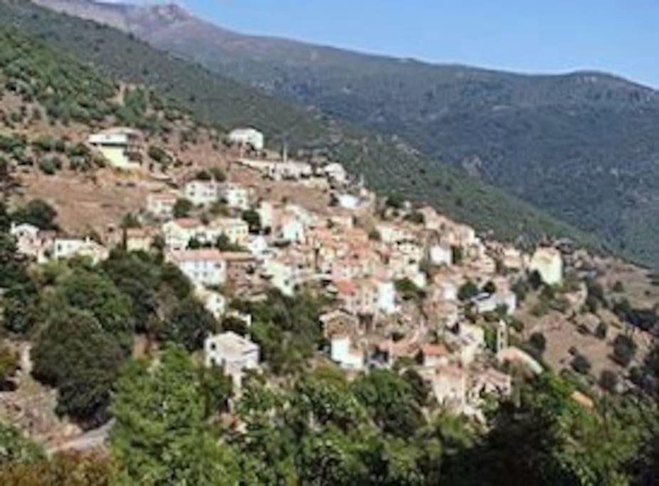 Le village d'Asco, situé à 700m d'altitude au cœur de la Corse