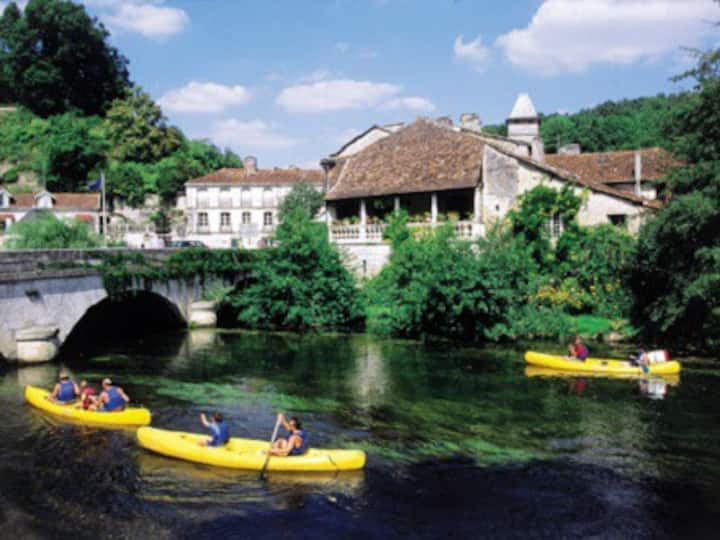 Villas within a stroll of the bustling Brantome!