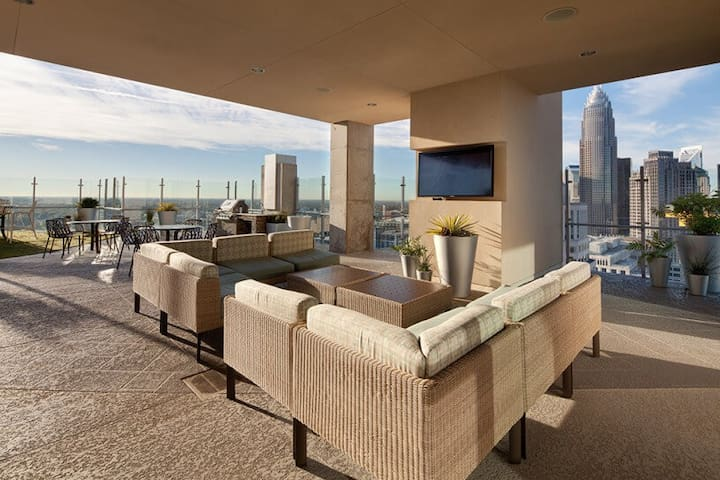 Amazing Uptown Living w/ Gorgeous Views