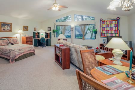 Bright, cheerful, large studio apt - Ocala