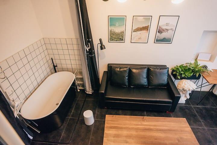 【逆光•知予】大理古城loft带大浴缸超大落地窗旅拍摄影民宿