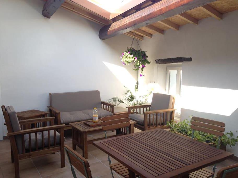 Vu d'ensemble de la terrasse tropézienne, attention au coup de soleil ;)