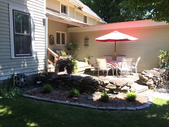 East Side Single Family - walk to track & town! - Saratoga Springs - Dom