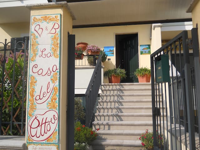 "B & B "" La casa del pittore "" - Jonadi - Bed & Breakfast"