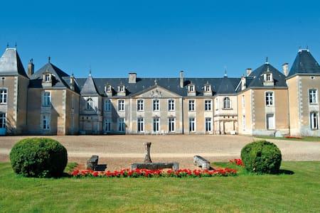 Chambre Louis XVI Château de Panloy - Port-d'Envaux