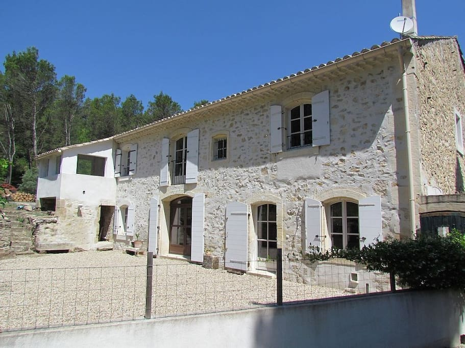 Mas provencal 8 pers avec piscine maisons louer saint tienne du gr s provence alpes - Piscine carrelage blanc saint etienne ...