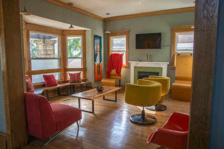 Honeycomb Hostel | Private Queen Room