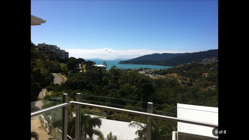 In town. King or 2 single beds. - Airlie Beach - Lejlighed