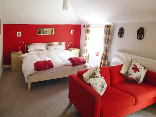 Comfortable Coach House in Mendip village