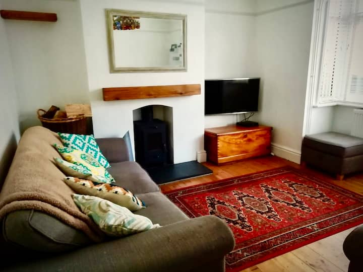 Relaxed cozy home from home minutes from the beach