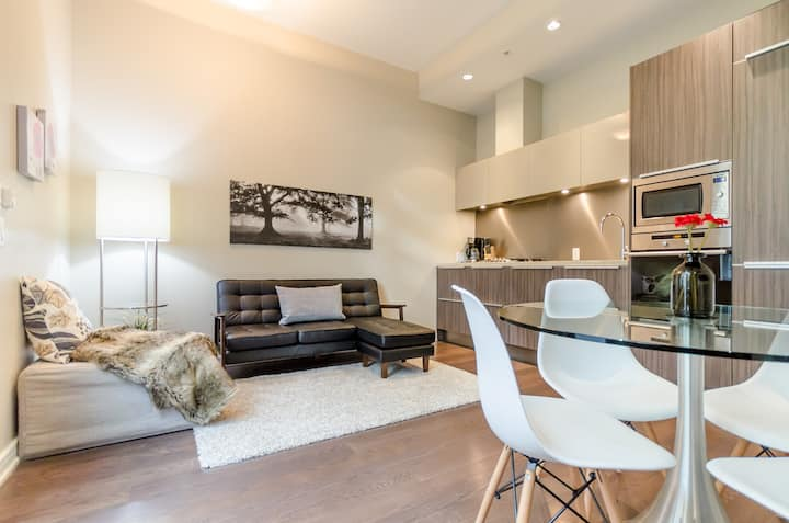 Modern & Comfy 2BR townhouse in Olympic Village!