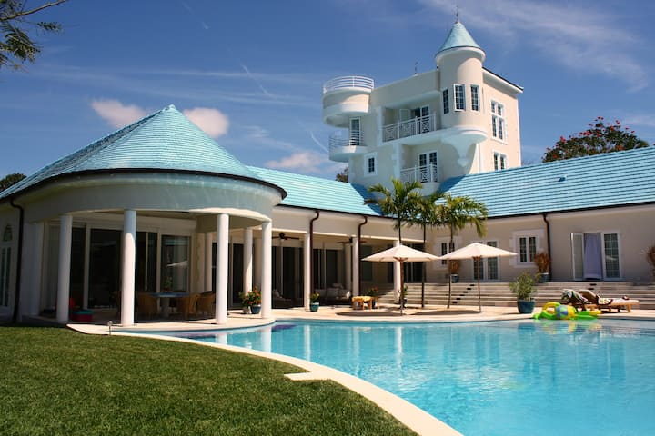 The Castle, Lyford Cay