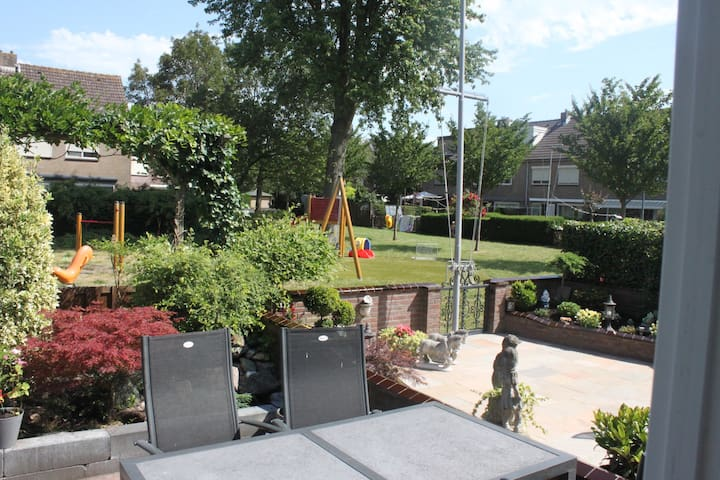 Spacious house+wonderful playground - Volendam - Casa
