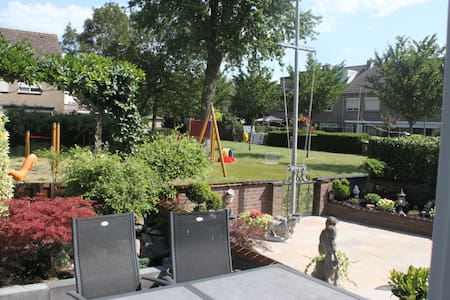 Spacious house+wonderful playground - Volendam