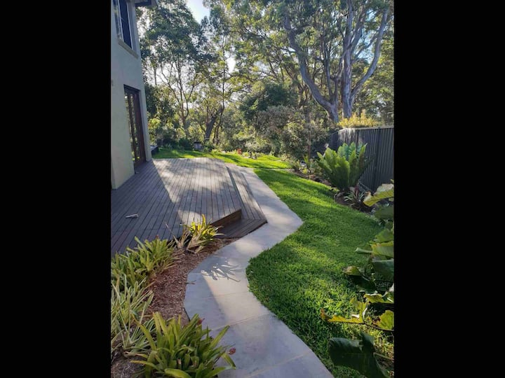 Tranquility in town, 2 bedroom unit, bush aspect