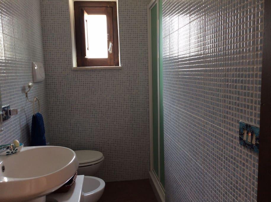 Il bagno/The bathroom