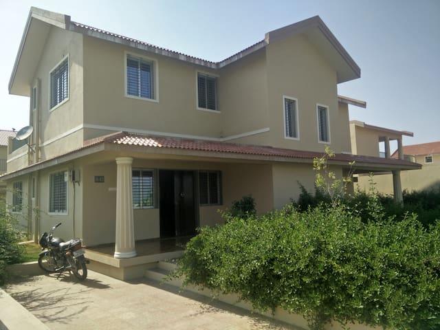 A cozy Villa in Narthan(Surat)