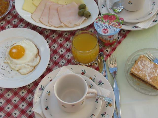 Breakfast - food