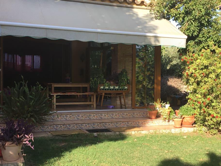 Habitaci privada xalet amb piscina 10min centre houses for Piscina villarreal