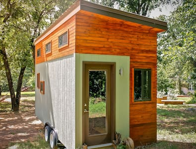 Shoal Creek Tiny House Sanctuary - Austin