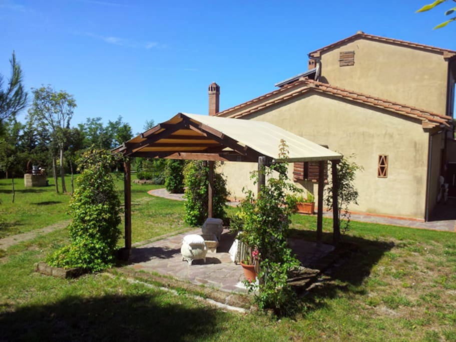 The beautiful private garden surrounding the apartment with gazebo, barbecue, sun loungers and table for romantic dinners in open air / Lo splendido giardino privato che circonda l'appartamento con gazebo, grill, lettini prendisole e tavolo per romantiche cene all'aperto