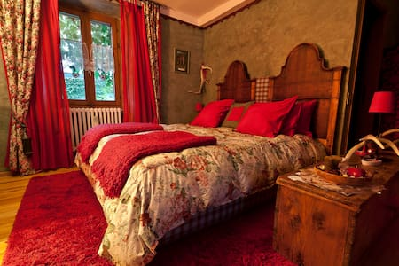 B&B La Selvatica- Dolls' room - Chiavenna - Bed & Breakfast