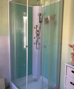 1 CHAMBRE ET salle de bains privée - Puiseaux