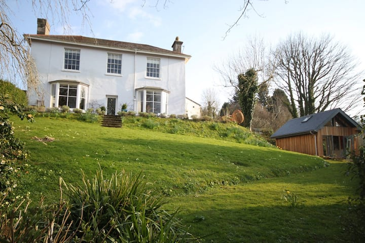 Victorian House-Stunning Views (+Garden Studio)