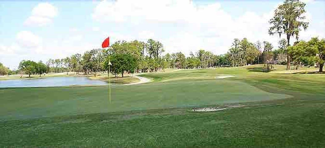 Campo de golf, public, Walmart, Restaunrants,