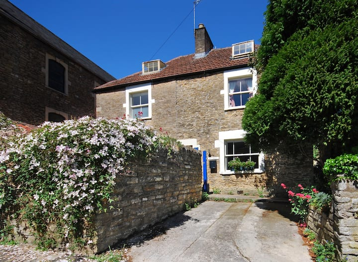 Sun House - 3 Bedroom Cottage, Heart of Frome