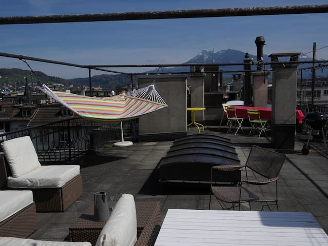 Centrally located large room - Lucerna - Apartamento