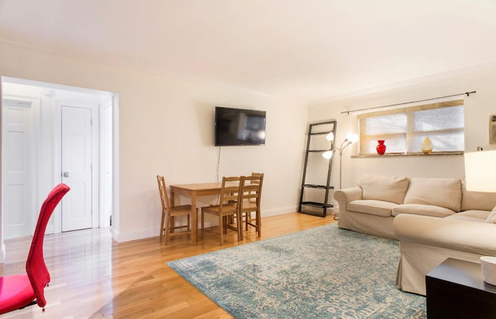 East Boston Apartment with WIFI and Free Parking