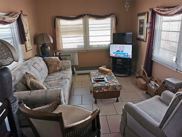 Clean mobile home 2 miles from the beach