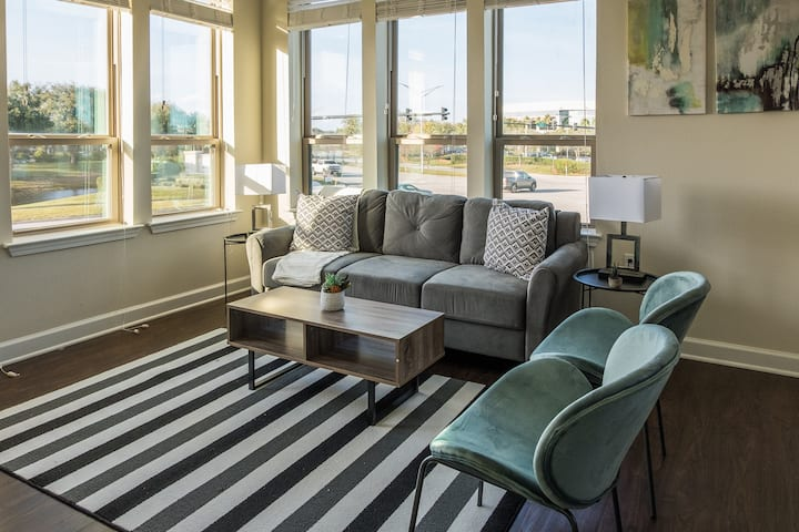 Welcoming + Relaxing 2BR Apt w/ Parking