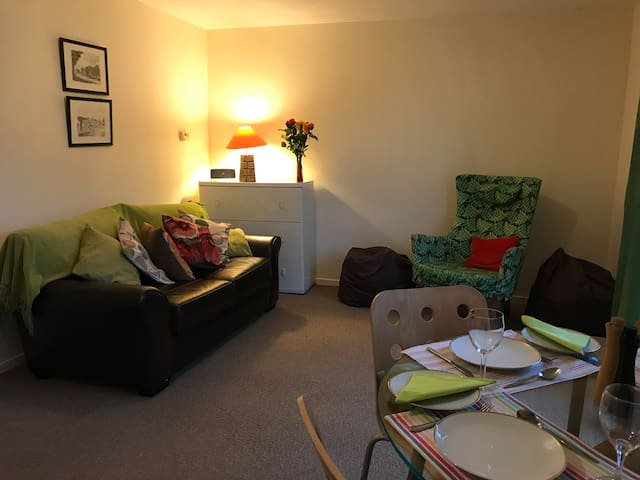 Modern, clean flat near Edinburgh Stirling Glasgow