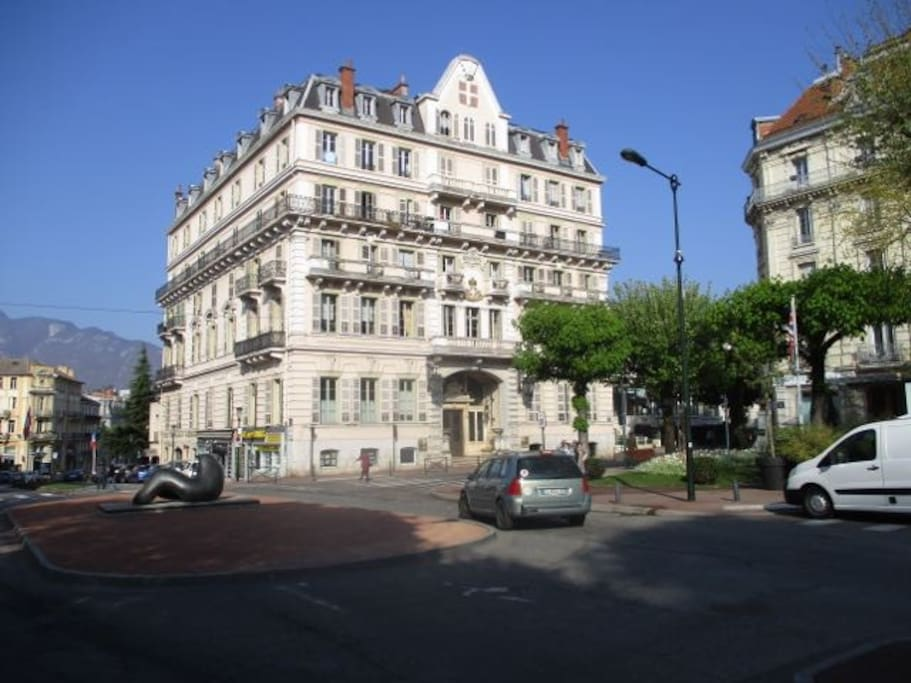 Studio dans le grand hotel apartments for rent in aix for Appart hotel aix les bains