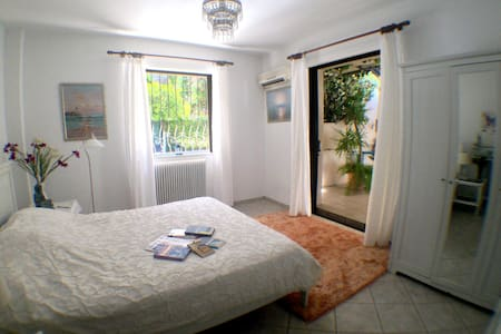 Spacious apartment and balcony, sleeps five. - Galatsi - Διαμέρισμα