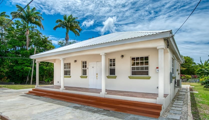 La Buena Vida (Room 3 in 3 bed/ 2 bath bungalow) )