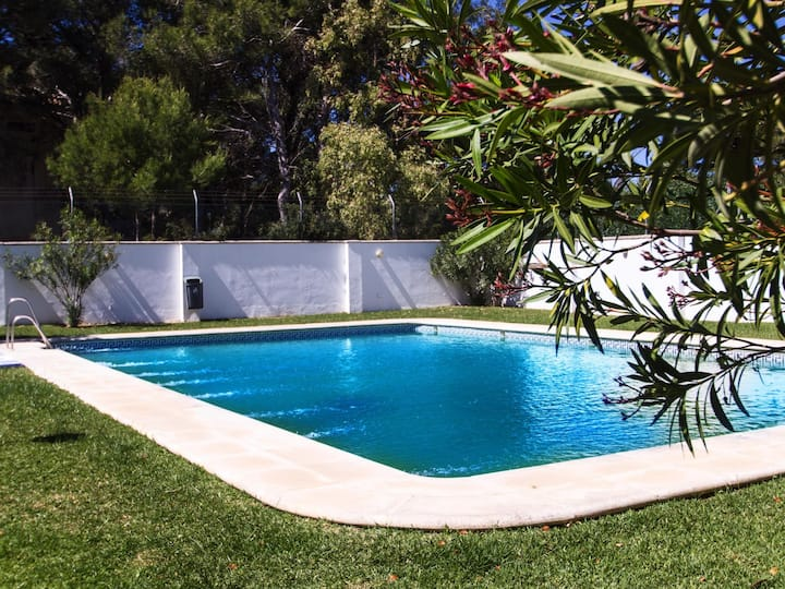 In La Atalaya, 350 mts from the beach, pool