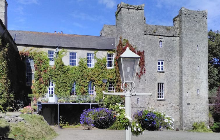 Beautiful Apartment in 15th Century Irish Castle