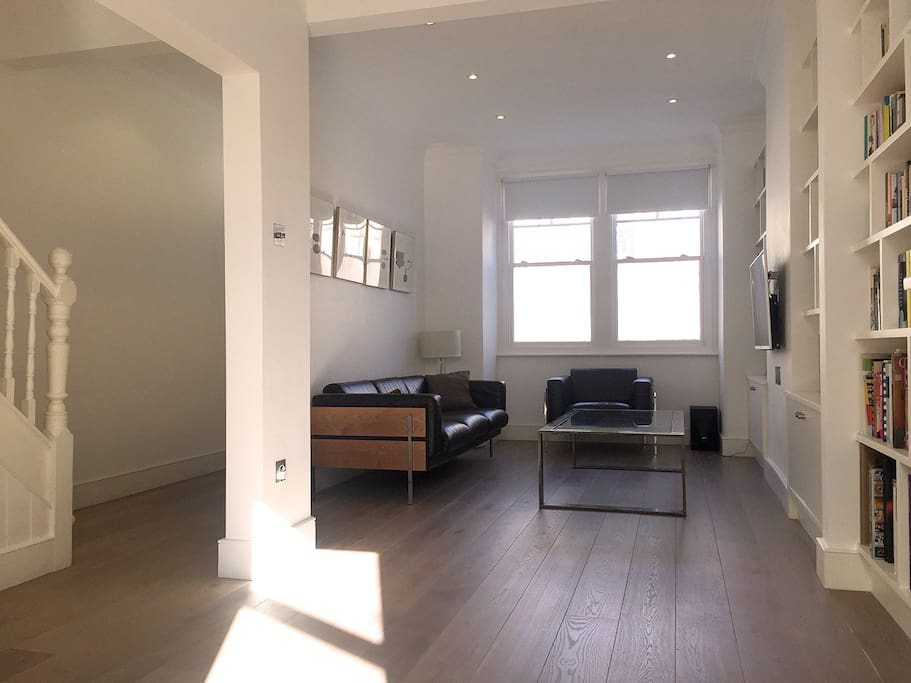 Light living room with large TV, Freeview and Blu-Ray/DVD player