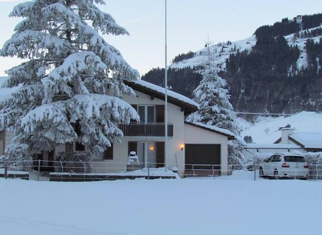 Cosy Swiss Chalet - Engelberg - House